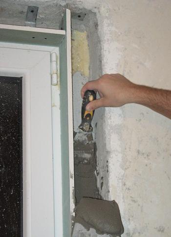 Finisajul tencuielii interioare in jurul termopanelor