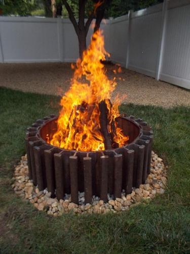 Foc de tabara decorativ realizat din boltari