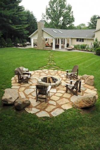Pietre mari elemente pentru decorul gradinii