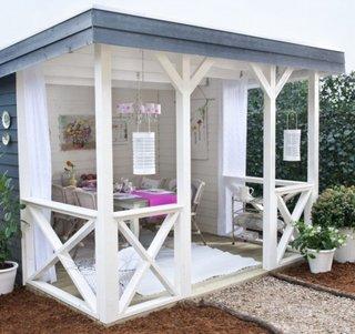 Pavilion alb din lemn