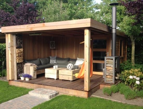 Pavilion modern din lemn