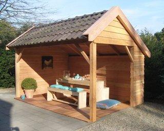 Pavilion rustic din lemn