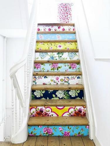 Contratrepte de la scara decorate cu stickere cu flori