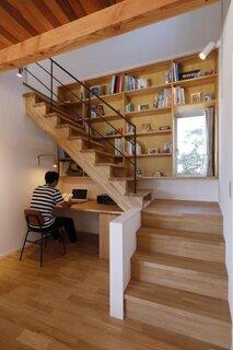 Idee amenajare birou acasa in hol sub scara