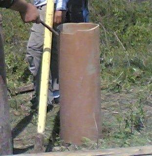 Introducerea tevii de PVC in locul forat