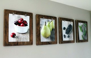 Fotografii prinse in clipboad pe pereti