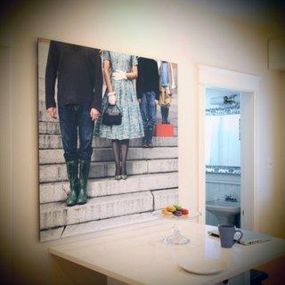 Tablou supradimensionat pe peretele cu masa de bucatarie
