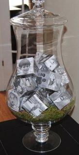 Vaza decorativa cu cuburi imprimate cu imagini
