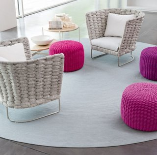 Fotolii puf culoare roz din material tricotat