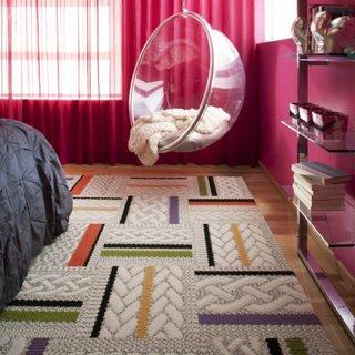 Fotoliu suspendat din policarbonat agatat de tavan dormitor modern