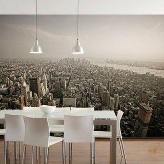 Zona de dining cu perete decorat cu tapet cu imagine