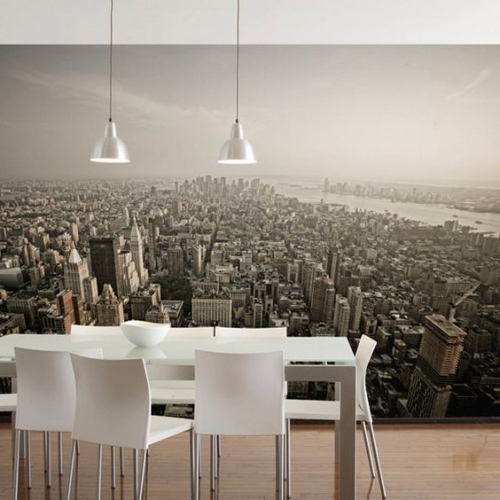 Zona de dining cu perete decorat cu tapet cu imagine