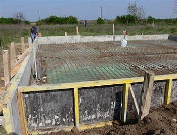 Fundatie casa de lemn plasa metalica