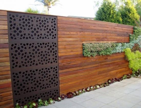 Gard cu sipci orizontale plin nut si feder