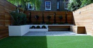 Gard inalt de lemn pentru curte