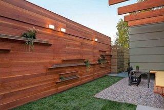 Gard modern din lemn