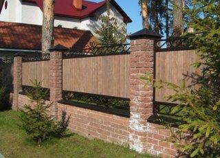 Gard din caramida lemn si fier