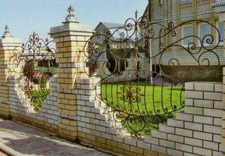 Model de gard din caramida si fier