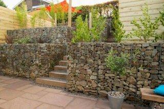 Idee terasare gradina cu gabioane din plasa