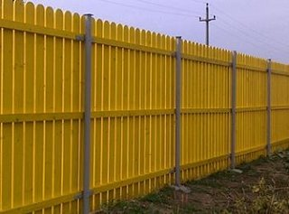 Gard din scandura pentru curte