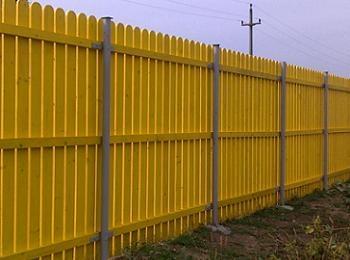 Gard din scandura de lemn