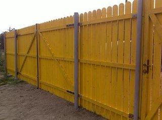 Poarta si gard din lemn pentru curte