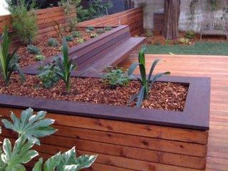 Idee de ghivece flori din lemn pentru terasa