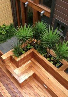 Model bancuta de gradina cu masca pentru ghivece din lemn