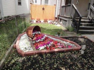 Decor gradina cu vas varat cu flori