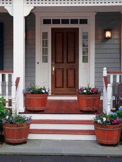 Ghivece din lemn cu rotile pentru terasa exterioara