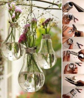 Becuri folosite drept vaze cu flori suspendate