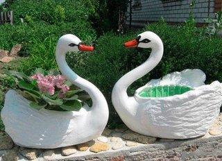 Arta DIY - ghivece de flori in forma de lebada din sticle de plastic