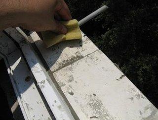 Curatare surplus de material cu buretele