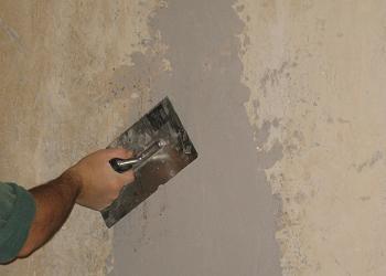 Intindem gletul pe perete cu drisca