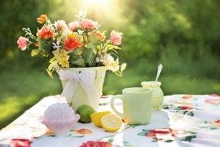 Aranjament cu flori de gradina