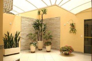 Terasa decorata cu plante in ghiveci