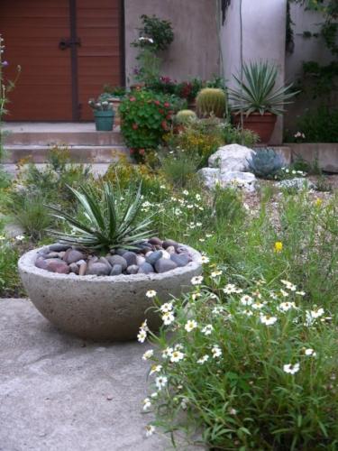 Bol pentru flori turnat din ciment