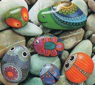 Pietre pictate ca pesti ornament handmade pentru gradina