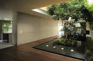 Casa cu luminator si gradina interioara de lux