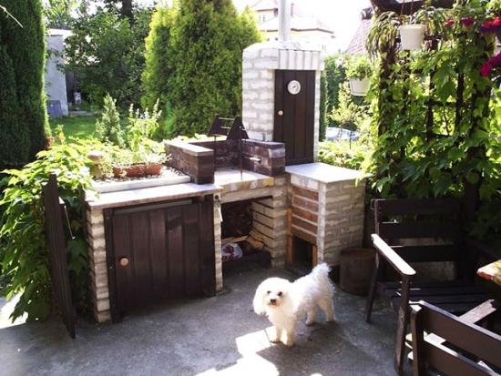 4. Bucatarie de vara cu gratar de gradina si cuptor