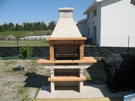 Gratar pentru gradina costruit din caramida