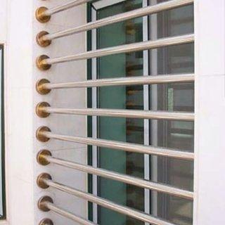Grilaj fereastra din bare metalice