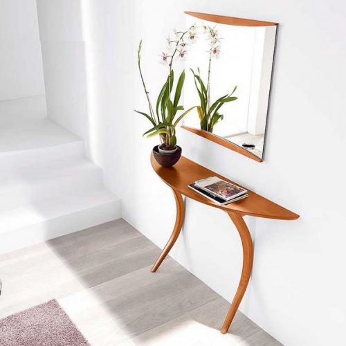 Consola ingusta pe semicerc si oglinda deasupra mobilier pentru holurile mici