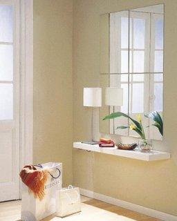 Oglinda mare cu etajera suspendata ca si mobilier pentru hol