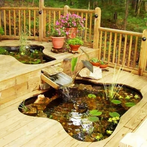 Iaz ornamental incorporat in terasa de lemn