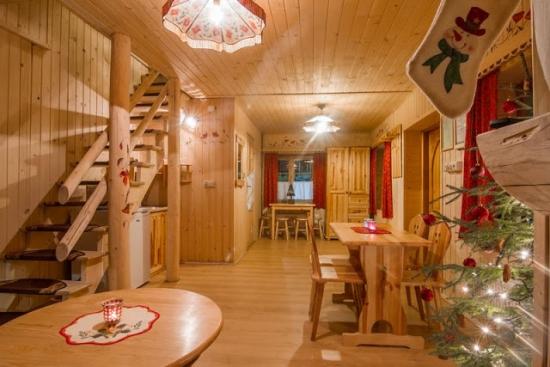 Amenajare living cabana din lemn