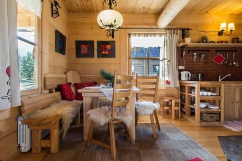Bucatarie cu dining in cabana