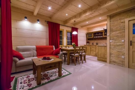 Open space elegant cabana din lemn