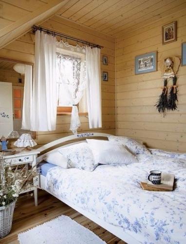 Dormitor casa din lemn