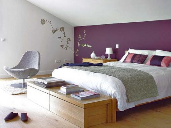 Zugraveala dormitor in doua culori mov si alb